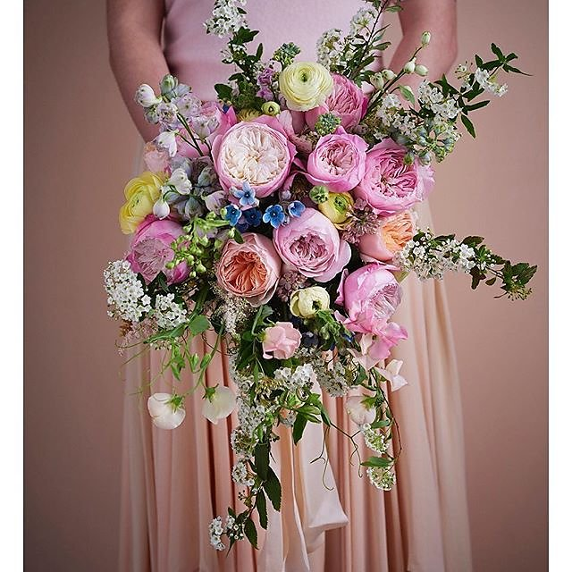 Wedding season is upon us so thank you @flowerona for the blogpost on @david_austin_roses wedding bouquets. Flowers by Vic @scarletandviolet Art direction @katedwyer.co.uk #constancerose .